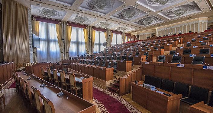 Кому «помогает» Запад? Иностранное вмешательство в парламентские выборы в Кыргызстане